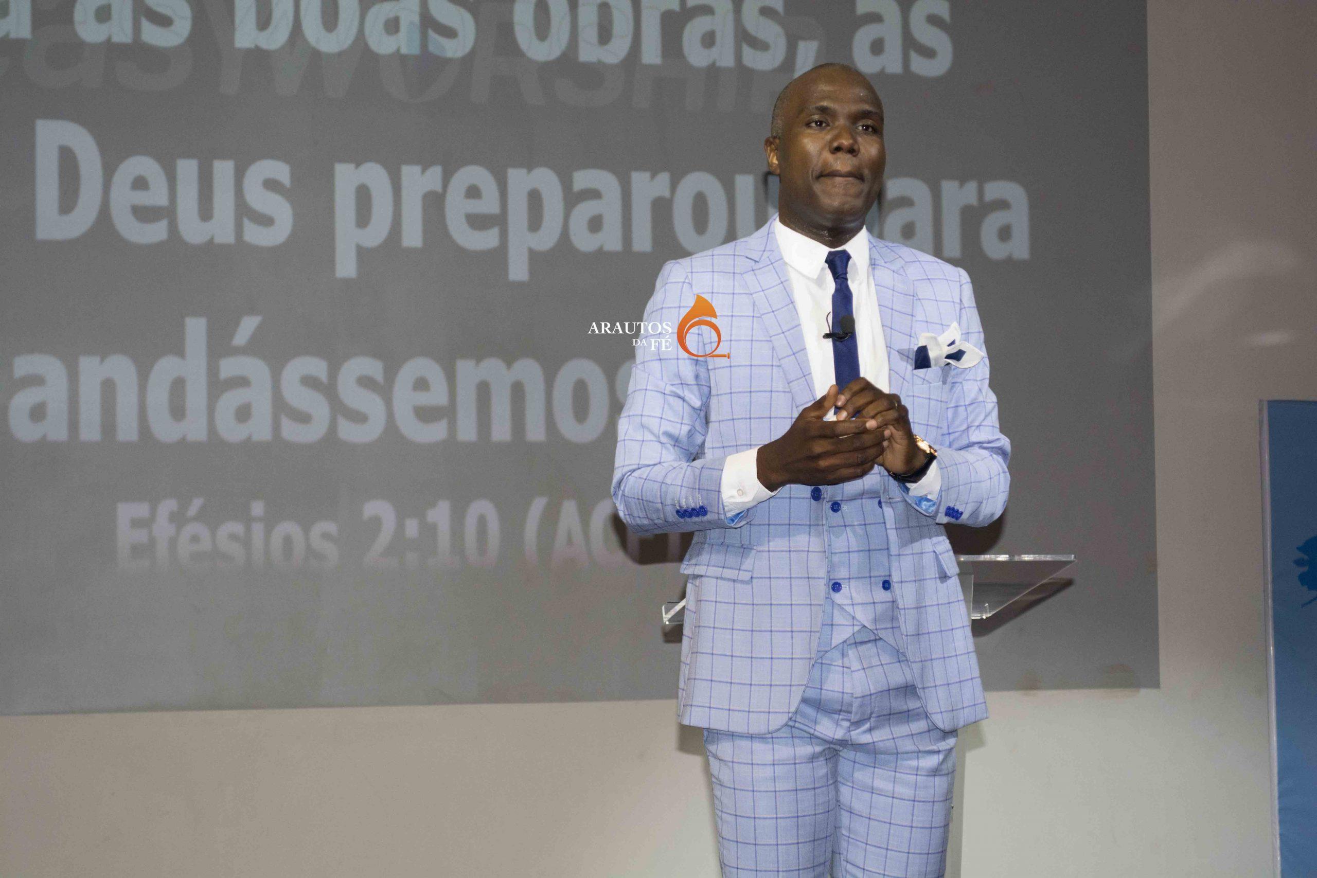 Pastor Maiomona Afonso, líder do MIR.