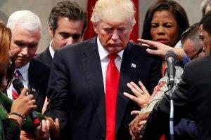 Trump promete recolocar oração nas escolas