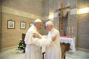 Dois Papas e um livro incómodo