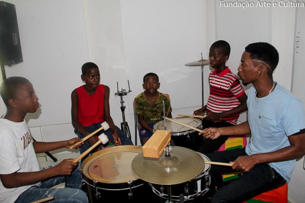 Fundação Arte e Cultura lança aulas online de percussão corporal
