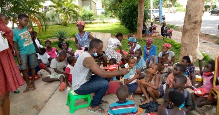 Guerreiros de Jesus almoçam com famílias carentes