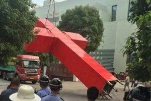 Pastor é condenado a prisão por se negar a retirar cruz de igreja, na China