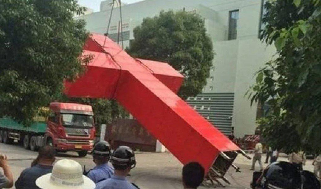 cruz-arrancada-por-partido-comunista-da-china