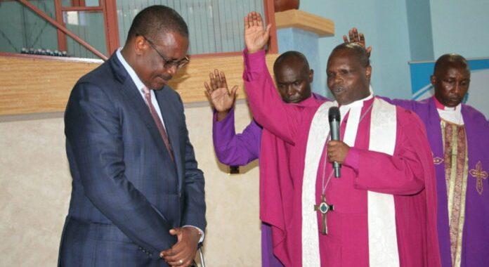 Igrejas do Quênia proíbem políticos nos púlpitos